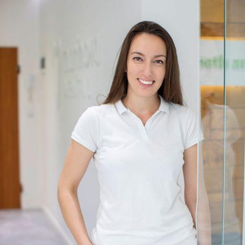Dr. Mihaela-Zhechkova